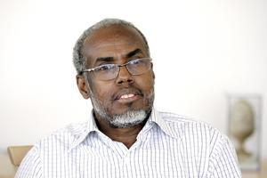 Ali Guuled, överläkare på Hudkliniken, uppmanar till försiktigare solning.