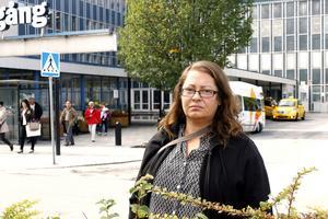 bedrövad och chockad. Heléne Hagman var en av de boende på HVB-hemmet på Gransätersgatan i Norrtälje där tre personer omkom vid branden.