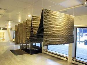 BoMo lever vidare; politikerna återremitterade kulturchefens förslag i Borlänge. Bilden visar Alice Lunds verk Textilier på en utställning på Borlänge Modern 2017.