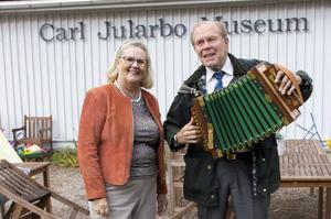 Lena Jularbo Brauner och Nils Fläcke är båda involverade i Jularbomuséet i Avesta.