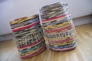 De fina papperskorgarna har sålts på julmarknad i Tövsätter.