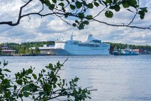 Ocean Gala vid hamnen i Utansjö
