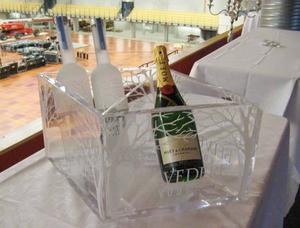 Champagne och vodka bjuds det på i VIP-logen under kvällens konsert