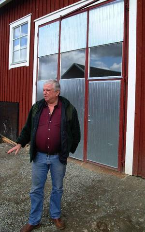 Den här sortens garage-/industriportar är vad Sven-Erik Backlund skall börja tillverka på sin gård i Öravattnet.