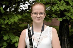 Musikstipendiat. Lovisa Asplund fick Lions club Kumlas musikstipendium 2014. Huvudinstrumenten är klarinett och sång. Lovisa läser sista året på estetiska programmet på Alleskolan med inriktning musik.