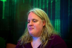 Helena Fridlund (S) ville göra ett tillägg som mildrade förslaget om avgift. Efter omröstning fick hon med sig en majoritet i fullmäktige.