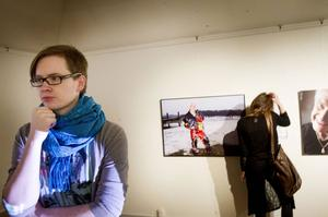 Genusfotografen Tomas Gunnarssons utställning Stötta manligt företagande visas nu i Hudiksvall.