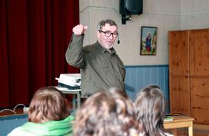 Kjell Kampe föreläste i Hede och Sveg om integration och ömsesidig förståelse.