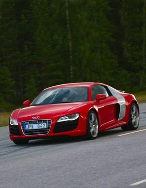 Få bilar drar till sig så många beundrande blickar som Audio R8. Och få bilar hänger med den om det blir race. Foto: Rolf Gildenlöw