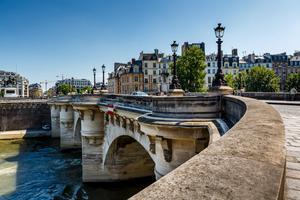Frankrike lockar flest turister i världen.