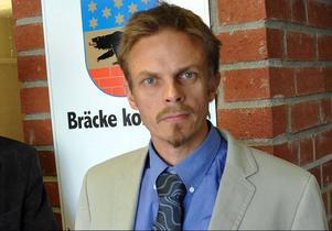 Bengt Flykt beslutade tillsammans med ledningsgruppen att kommunen svarar för bärplockarnas tågresa till Uppsala.