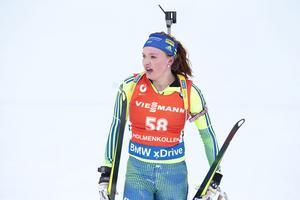 Linn Persson representerar Sverige tillsammans med Torstein Stenerson i singelmixstafetten på söndagens världscuppremiär i Östersund.