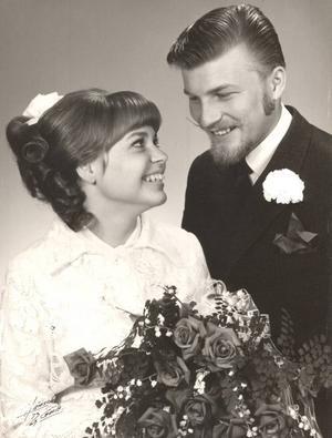 rubinbröllopBarbro och Leif Ekström, Gävle, firar i dag 40-årig bröllopsdag. De gifte sig 27 juli 1969 i Rådhuset. Högtidsdagen firas med restaurangbesök tillsammans med barn och barnbarn.