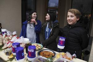 Maja Wilkes, Erica Frisk och Hampus Tangfelt, tre av eleverna bakom insamlingen.