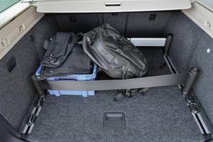 Det finns hur många förankringsmöjligheter som helst i bagageutrymmet, som sväljer nästan 1,9 kubik.