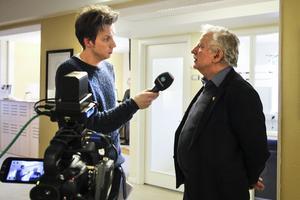 Kommunstyrelsens ordförande Lars Molin (M) intervjuades av Erik Bergström under en direktsändning.