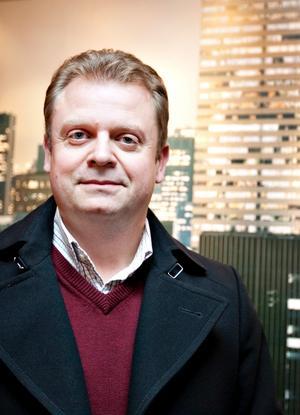 """SATSAR I NORRBOTTEN. """"Det är ett välskött fastighetsbestånd"""", säger Bergbybon Peter Karlsson om de 17 hyreshusen han köper i Pajala i Norrbotten."""