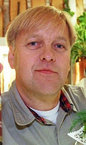 Butiksägare Lennart Olovsson upptäckte två misstänkta figurer när han skulle ta lunchrast.
