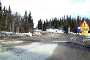 Vid länsgränsen Jämtland/Härjedalen kan man tro att man har kommit in på en 1600-tals hästväg. Den är under all kritik, skriver Åke Jonsson och ger förslag på förbättringar.