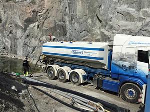 Glanshammars åkeri hämtar vatten från gruvorna i Glanshammar som ändå ska pumpas fria från vatten.