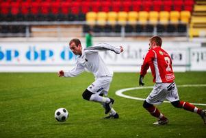 Engelsmannen visade också upp ett säkert positionsspel.  Foto: Johan Lindeberg