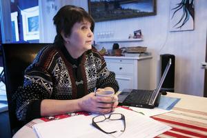 Borlängebon Lena Paajanen är undersköterska, fritidspolitiker och utförsäkrad. Efter en misslyckad fotoperation får hon inga nya sjukpenningdagar för att kunna göra en ny operation.