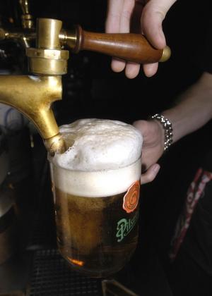 Ölhallens koncept är att erbjuda många olika sorters öl, bland annat från lokala bryggerier.