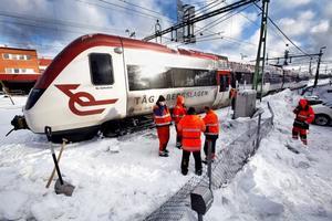 Ovädret orsakade stora förseningar i tåg- och busstrafiken och problem på vägarna.
