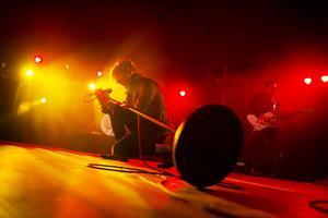 Sångaren Jay Buchanan och de andra i bandet bjöd på sig själva under dryga timmen på Yran i Lördagskväll.