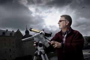 Solen bakom månen. På fredag kommer Kjell Olauson i föreningen Örebro astronomi att finnas på Våghustorget med teleskop för att ge örebroare möjlighet att se solförmörkelsen.