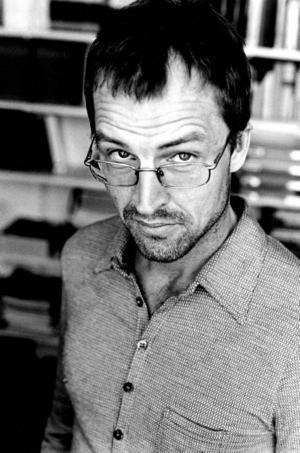 Essäistikens spöktwittrare. Göran Dahlberg umgås bra med det okända.