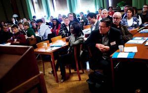 På plats i Östersund fanns bland andra kommunrepresentanter från länet och andra län i Norrland, representanter från Sameskolsstyrelsen, länets landsting och landstinget i Dalarna.