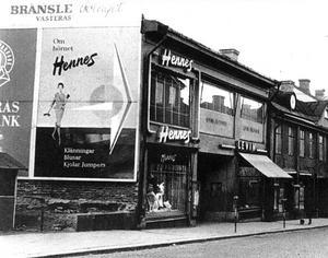 Här, på Stora gatan öppnade Erling Persson den första Hennes-butiken.