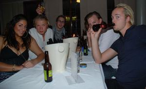 Blue Moon Bar. Leila, Tim, Lee, Mattias, Robin och Simon