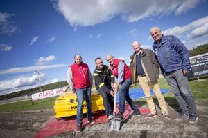 Första spadtaget för en rally- och crossbana är taget på Hagmyren. I samarbete med Motorklubben SMK Hälsinge satsar Norra Hälsninglands Travsällskap, NHT, på flera verksamheter på arenan.