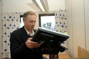 – Det är en kraftig neddragning av läromedel och personal, säger förbundschefen Mikael Cederberg och frågan är om det även blir färre datorer i salarna framöver.  Foto: Lasse Ljungmark