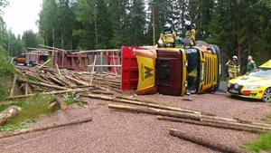 En person skadades i samband med singelolyckan på länsväg 773 i Brännås, Bjuråker på måndagen.
