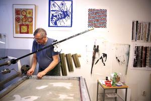 Gamla kunskaper om teknik och metoder behövs även i framtiden anser ordförande för Orsa konstgrafiska verkstad, P-O Söderlund.