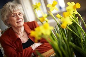Kerstin Ekman flyttade i början på 1980-talet till Valsjöbyn, men bor numer i södra Sverige. Hennes biografi är diger, och så även de många utmärkelser hon mottagit genom åren. I trilogin