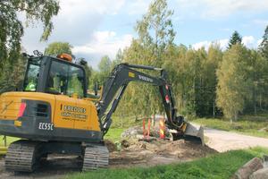 På tisdagen hade grävmaskinen hunnit till Nygårds i Vängsbo, ungefär så långt går man i första etappen. Steg två har än så länge ytterligare fem-sex intressenter.