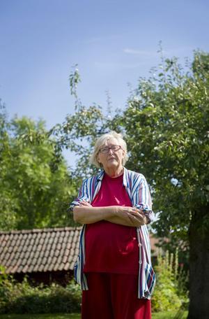 Lillemor Olsson i Asker lurades att lämna ut känsliga uppgifter över telefon. Bedragaren lyckades också ta över och fjärrstyra hennes dator.
