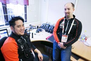 Christopher Johansson och Lars Möttönen ingår i den teknikgrupp som ska se till att interkommunikationen fungerar under skid-VM.