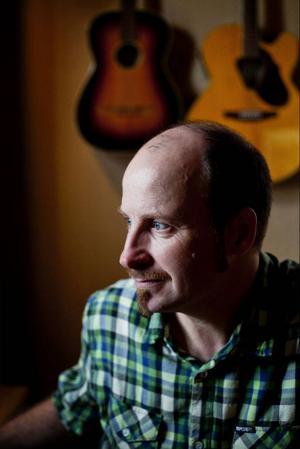 Göran Lindström är musiker och lärare och jobbar främst som musik- och slöjdlärare på högstadiet i Hammarstrand.