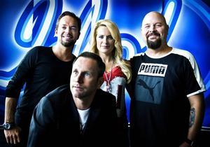 """Idol""-juryn. Andreas Carlsson, Laila Bagge Wahlgren och Anders Bagge, samt programledaren Peter Jihde."