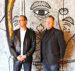 Anders Sundin och Peter Alzén. Duon som beskriver de 20 år som Gävles musikliv exploderade, I miorgon släpps boken och då blir det givetvis releaseparty.