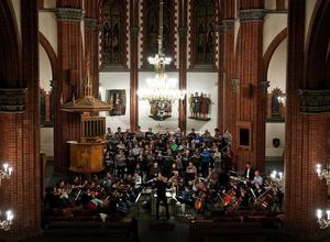Julmusik i den större skalan: Bachs Juloratoriums första del sepaldes i GA-kyrkan i går.