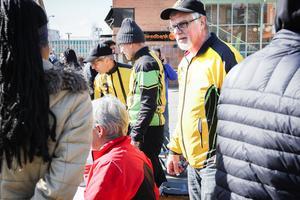 Tage Eriksson och hans medhjälpare i cykelklubben hade fullt upp med att hjälpa alla som ville sälja och köpa cyklar i under cykelbytardagen i lördags.