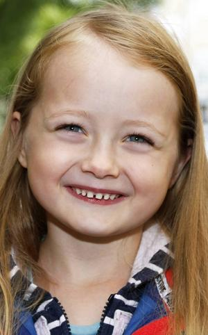 Valentina Nordlund, 5,5 år, Torvalla:   – Ja, för jag gillar inte hösten. Då blir det kallt. Jag vill hoppa över hösten, till vintern. Jag älskar vintern. Då kan man kasta snöbollar.