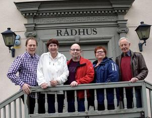 Nya styret i Säter består av Socialdemokrater och Centerpartister. Från vänster: Abbe Ronsten (S), Elsa Efraimsson Westman (C), Mats Nilsson (S), Maud Jones Jans (S) Karl-Erik Finnes (C).
