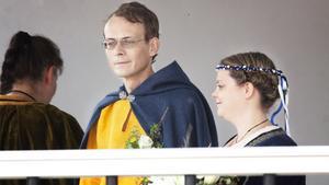 Torbjörn och Emma Kastell vigdes under Medeltidsdagarna förra året.